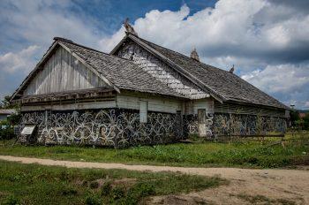 Le Longhouse sono molto diffuse, sono delle strutture comuni del villaggio. Noi ci dormiremo anche per sostenere l'economia locale. Foto: © Roberto Gabriele 2008