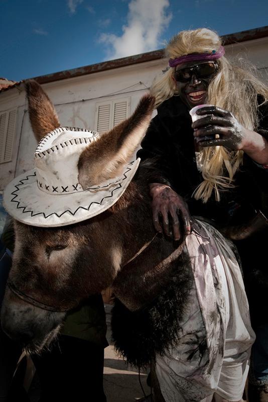 Sardegna carnevale Ovodda mulo