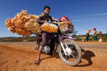 Venditore ambulante di patatine - Foto: © Roberto Gabriele 2005
