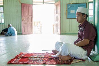 Interno di una moschea. Qui l'Islam è la religione più diffusa ed è accogliente verso tutti.. Foto: © Roberto Gabriele 2008