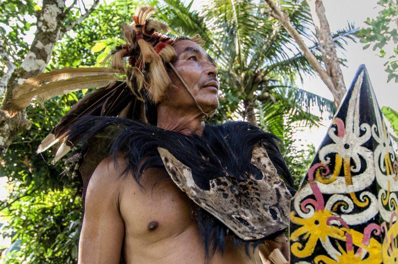 Questi sono gli abiti tipici dei giorni di festa e usati un tempo per la caccia, la gente li indossa volentieri anche su richiesta.